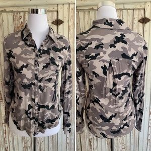 CHASER CAMO STRETCH BUTTON FRONT SHIRT